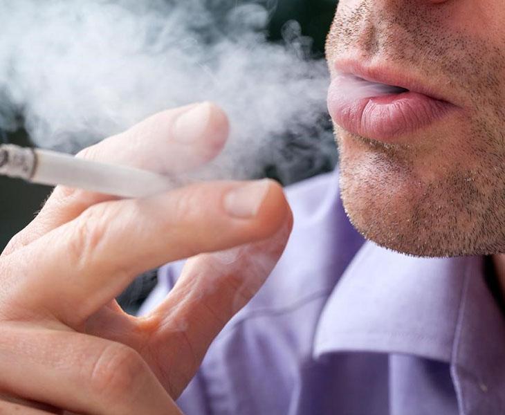 Hút thuốc có thể gây ố vàng cho răng
