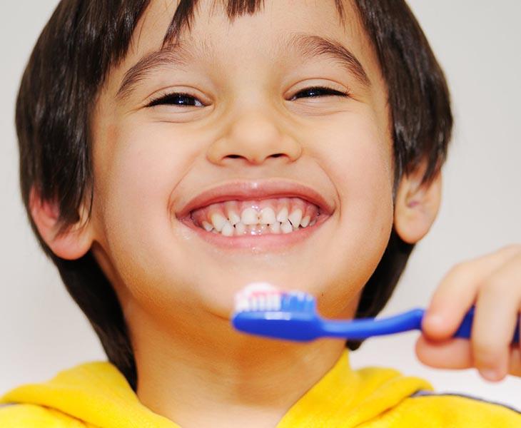 Vệ sinh răng miệng phải thực hiện ngay từ khi còn nhỏ