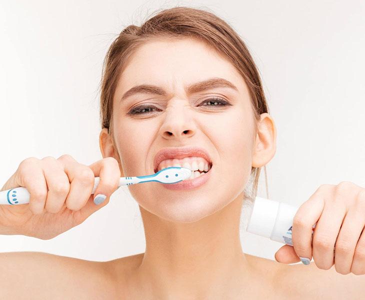 Chăm sóc răng miệng bằng cách đánh răng thường xuyên