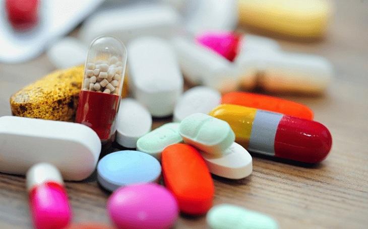 Nhóm thuốc đường uống, được chỉ định trong trường hợp nặng và người bệnh có nguy cơ nhiễm trùng cao