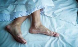 Chuột rút khi ngủ: Nguyên nhân, cách điều trị và phòng tránh