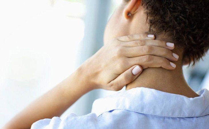 Đau cổ bên trái ảnh hưởng trực tiếp đến sức khỏe, sinh hoạt