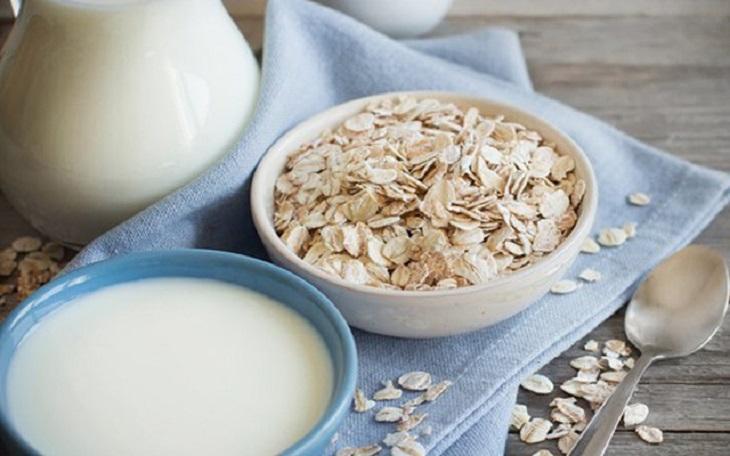 Một cốc sữa yến mạch vào buổi sáng rất tốt cho người bị đau dạ dày