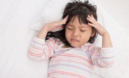 Đau đầu buồn nôn có thể là dấu hiệu cảnh báo một số bệnh lý nguy hiểm như viêm não hoặc bệnh bướu não