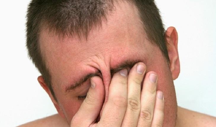Đau đầu vùng trán là tình trạng phổ biến do nhiều nguyên nhân khác nhau gây ra