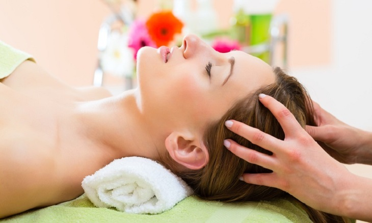 Người bệnh cũng có thể giảm các cơn đau đầu thông qua phương pháp massage