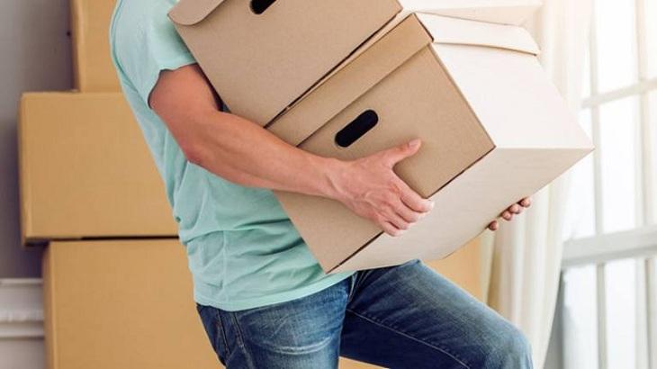 Những người thường xuyên mang vác việc nặng rất hay bị đau lưng