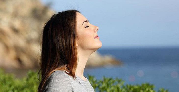 Hít thở cũng là một trong những phương pháp giúp điều trị các cơn đau hiệu quả