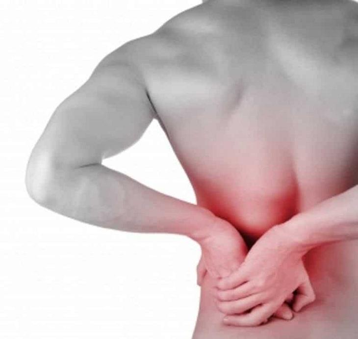Tình trạng đau thắt lưng trái ở nam giới có thể ảnh hưởng đến vùng hông, chân