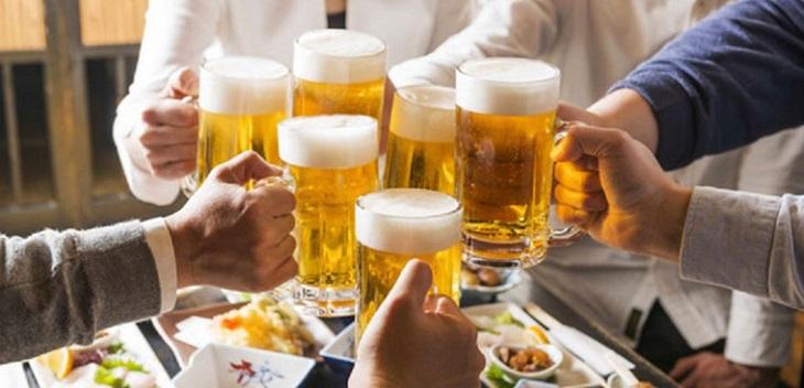 Không nên uống bia quá nhiều khi ăn các món chế biến từ mực