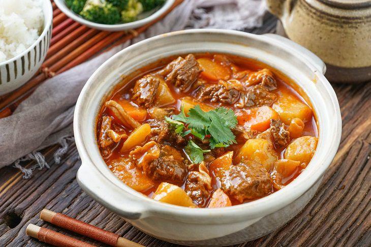 Người bị ho có thể ăn thịt bò hầm khoai tây