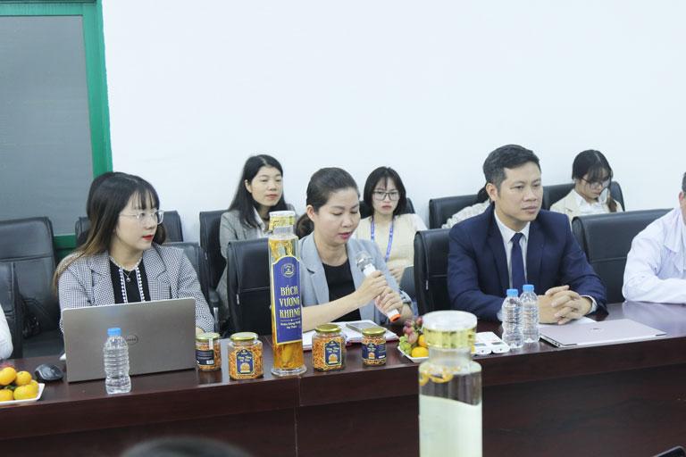 GĐ điều hành BV Quân dân 102 - Bà Trần Thanh Hằng phát biểu tại buổi hội thảo