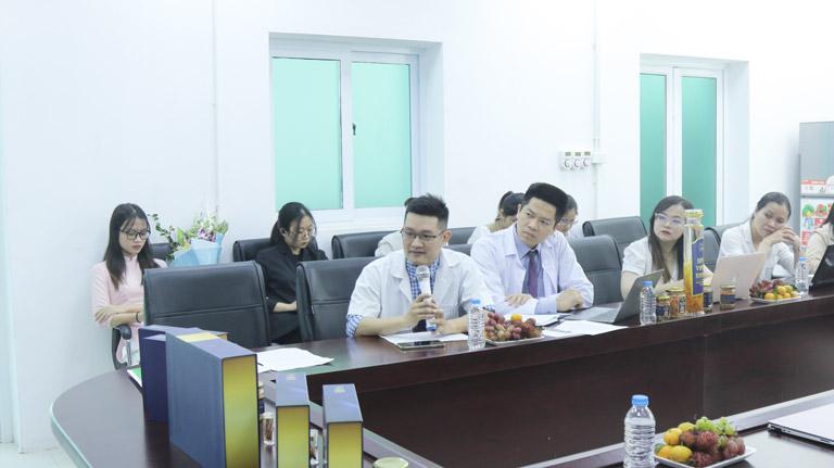 BS Trần Hải Long đặt câu hỏi với hội đồng chuyên môn về đề tài nghiên cứu khoa học mới