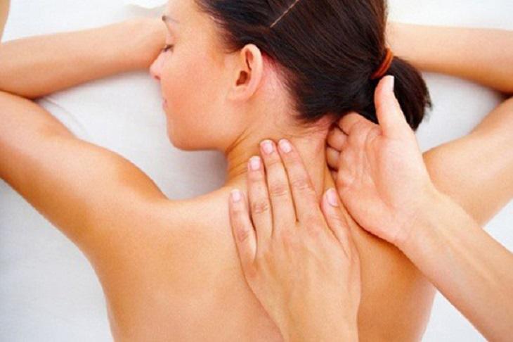 Bạn nên thực hiện massage cổ khoảng 10 phút/ngày