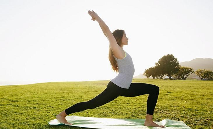 Người bệnh nên vận động thường xuyên bằng cách tập yoga