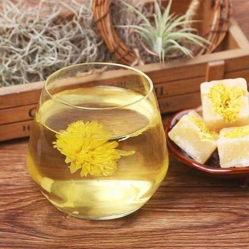Uống trà hoa cúc cũng lầ cách để trị ợ hơi đau bụng nên áp dụng
