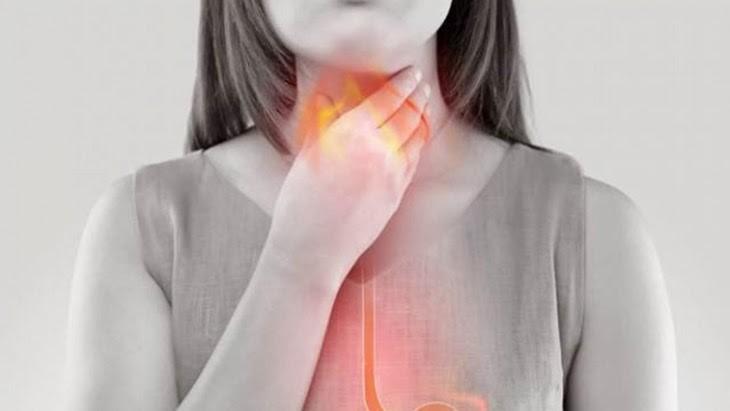Nếu triệu chứng ợ hơi khiến bạn khó thở xuất hiện thường xuyên thì hãy đến gặp bác sĩ sớm