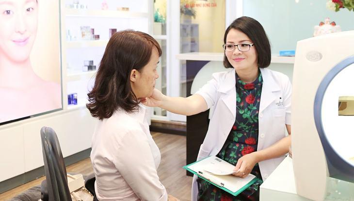 Người bệnh nên đến bác sĩ thăm khám sớm nhất để hạn chế bệnh diễn biến trầm trọng hơn