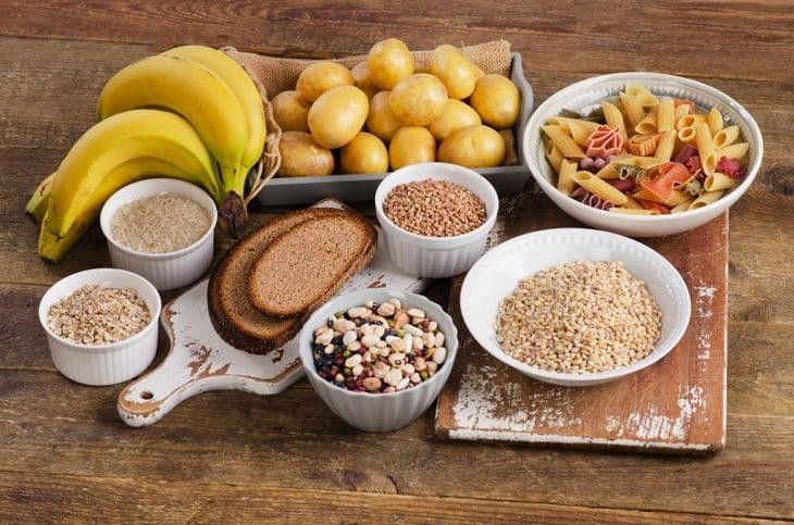 Người bị sỏi thận cần lưu ý sử dụng ít các loại thực phẩm nhóm tinh bột như pizza, bánh ngọt, bánh quy, bánh mì
