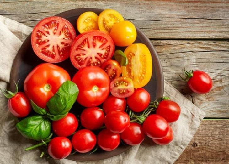 Thực phẩm giàu vitamin B6 và vitamin A tốt cho người bị suy thận vì những hoạt chất này có tác dụng làm giảm thiểu hiện tượng kết tủa sỏi oxalate và điều hòa hệ thống bài tiết