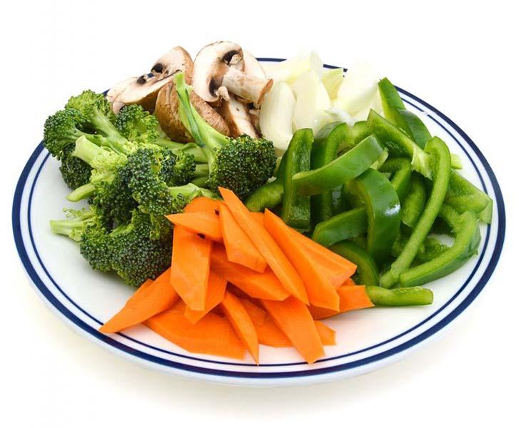 Nguyên tắc trong thực đơn giảm cân của sao Hàn là giảm lượng calo bằng cách sử dụng rau củ quả