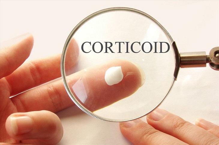 Nhóm thuốc bôi tại chỗ chứa Corticoid có tác dụng chống viêm, giảm triệu chứng bệnh nhanh chóng. Tuy nhiên nhóm thuốc này có nhiều tác dụng phụ