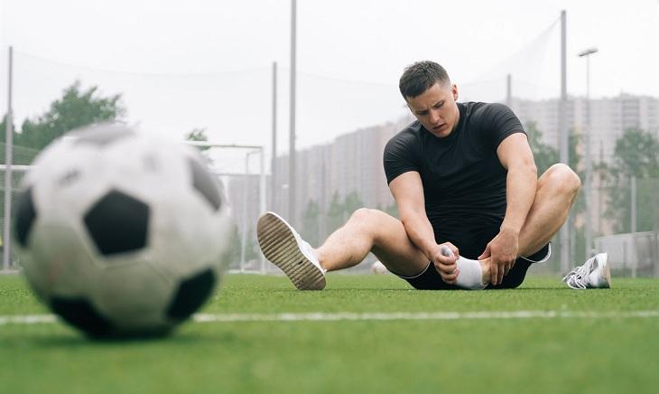 Chấn thương khi chơi thể thao rất dễ bị trật chân