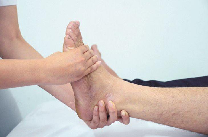 Tuyệt đối không tự ý nắn trật khớp cổ chân nếu không chắc chắn có thể đảm bảo an toàn