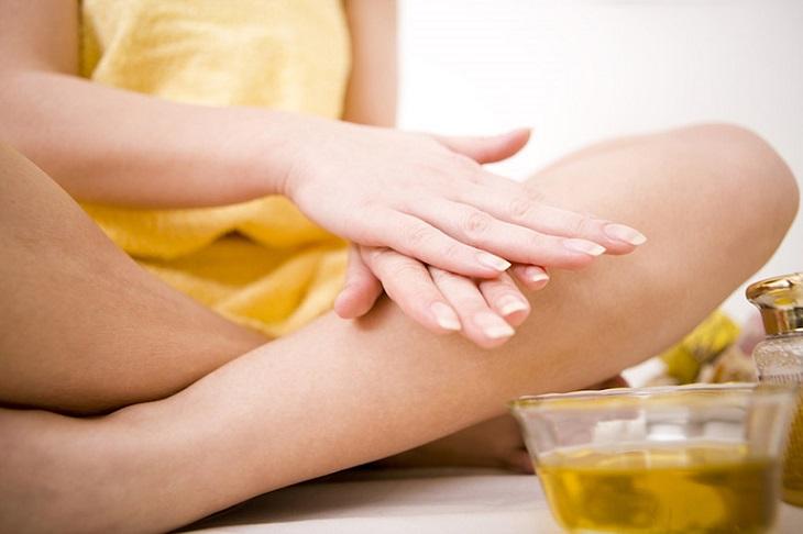 Sử dụng dầu dừa để massage