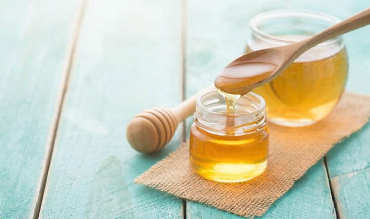 Sử dụng dầu dừa và mật ong