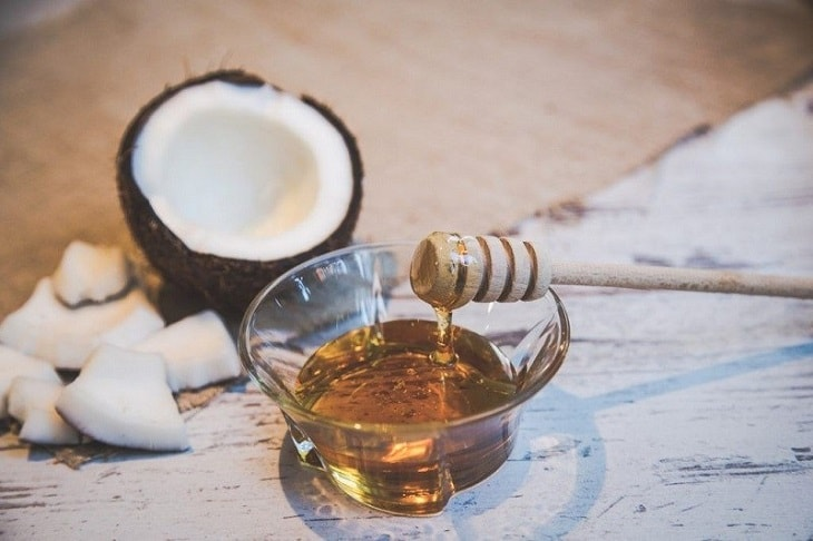 Sử dụng mật ong và dầu dừa