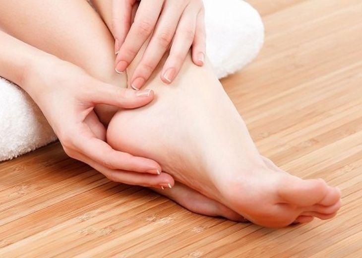 Thiếu chất dinh dưỡng và hoạt động sai tư thế cũng là một trong những nguyên nhân gây tê chân tay