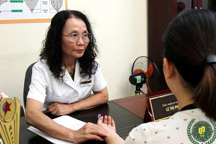 Mai được bác sĩ Phương trực tiếp khám và điều trị