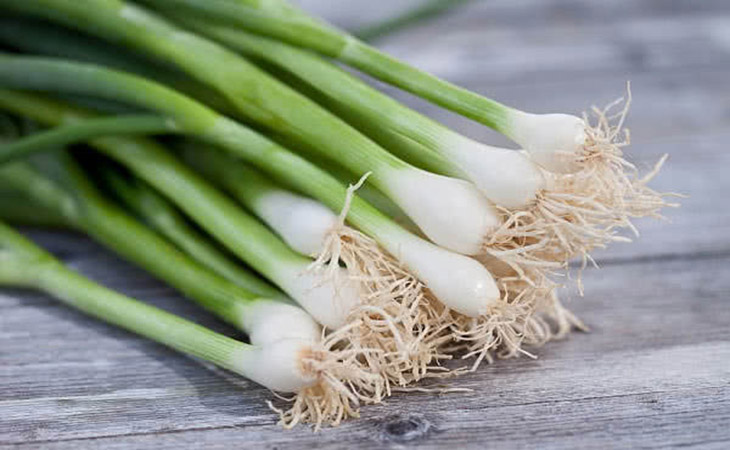 Kết hợp hạt cải canh với hành lá trị hạch lao ở cổ