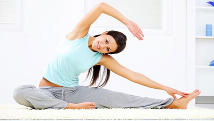 Động tác này giúp giảm ngấn mỡ ở 2 bên hông