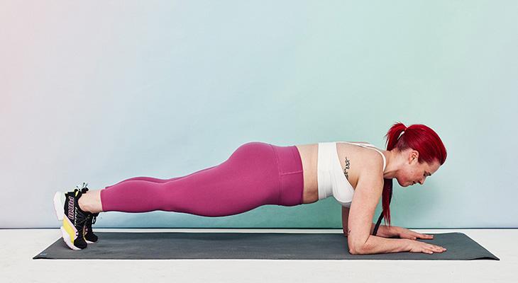 Không chỉ tác động đến vùng bụng, plank được coi là bài tập giảm mỡ bụng trước khi đi ngủ hiệu quả