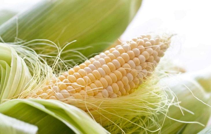 Râu ngô và cỏ tranh đều là những dược liệu quý có tác dụng lợi tiểu, thanh nhiệt, giải độc hiệu quả