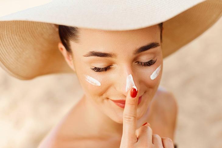 Kem chống nắng ngăn cản tác động có hại từ tia UV