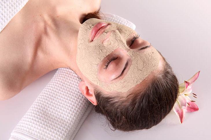 Nên đắp mặt nạ dưỡng ẩm từ các nguyên liệu tự nhiên