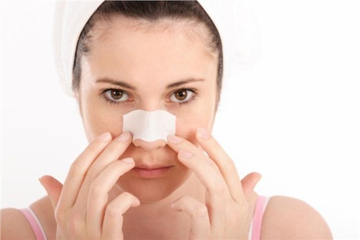 Hạn chế lột mụn để tránh làm bong tróc da mũi