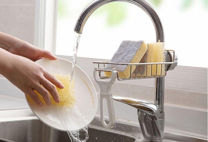 Tiếp xúc nhiều với hóa chất tẩy rửa là nguyên nhân quan trọng