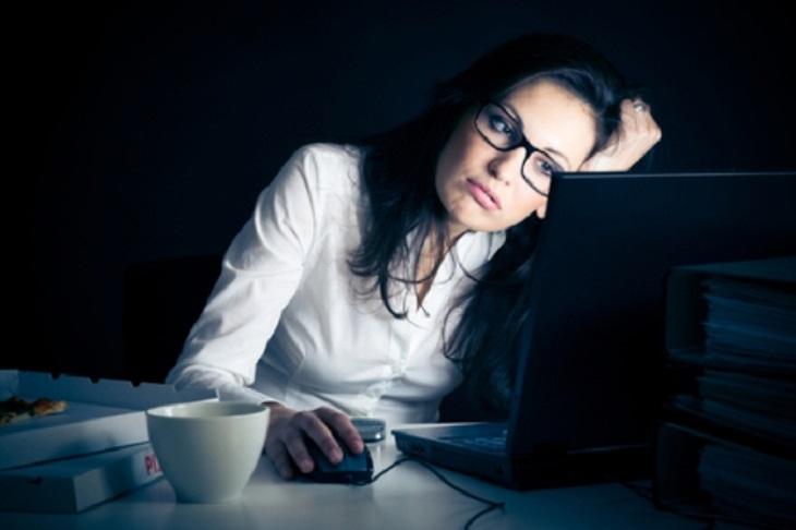 Không nên thức khuya sẽ ảnh hưởng tới sức khỏe.