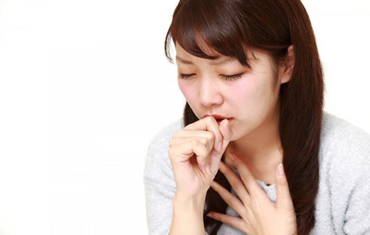 Ngậm ô mai sẽ giúp giảm cảm giác đau rát họng