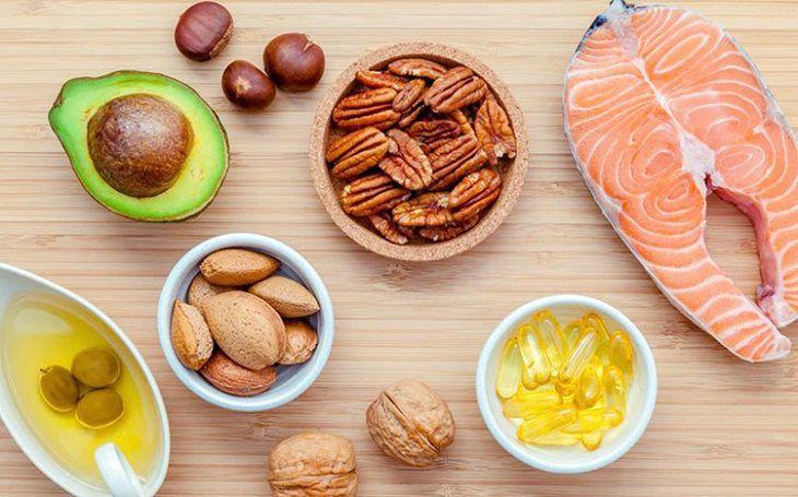 Người bệnh nên ăn uống các thực phẩm chứa chất béo tốt.