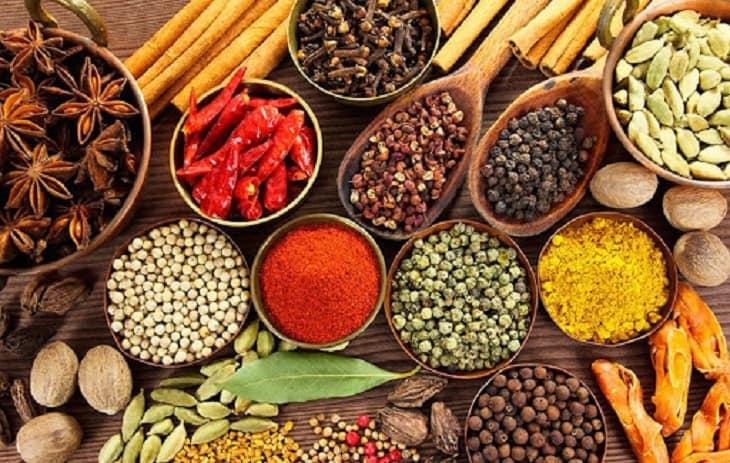 Người bị hội chứng thận hư cần kiêng ăn các loại thực phẩm được chế biến với nhiều gia vị