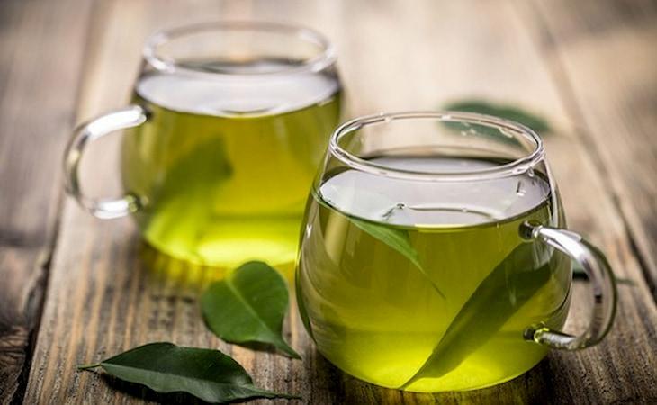 Uống nước trà giúp cải thiện tình trạng mụn trên da