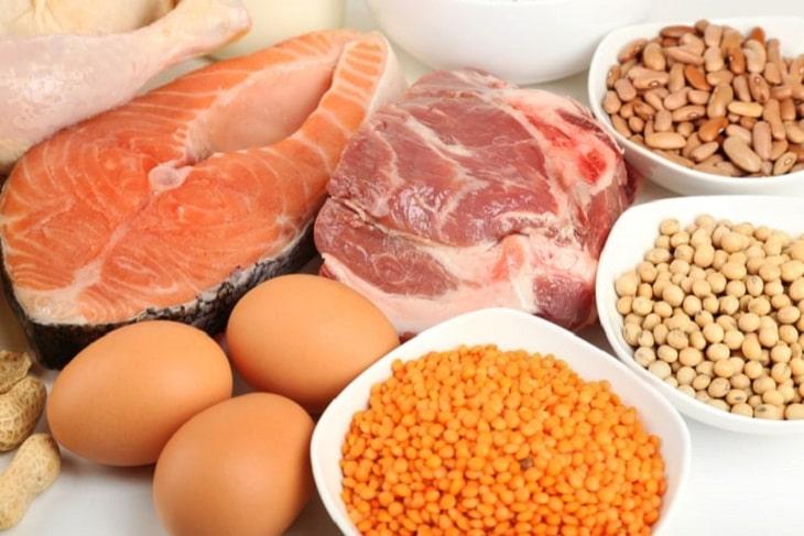 Người mắc bệnh thận nói chung, viêm cầu thận nói riêng cần hạn chế bởi ăn nhiều protein sẽ khiến thận bị hoạt động quá tải