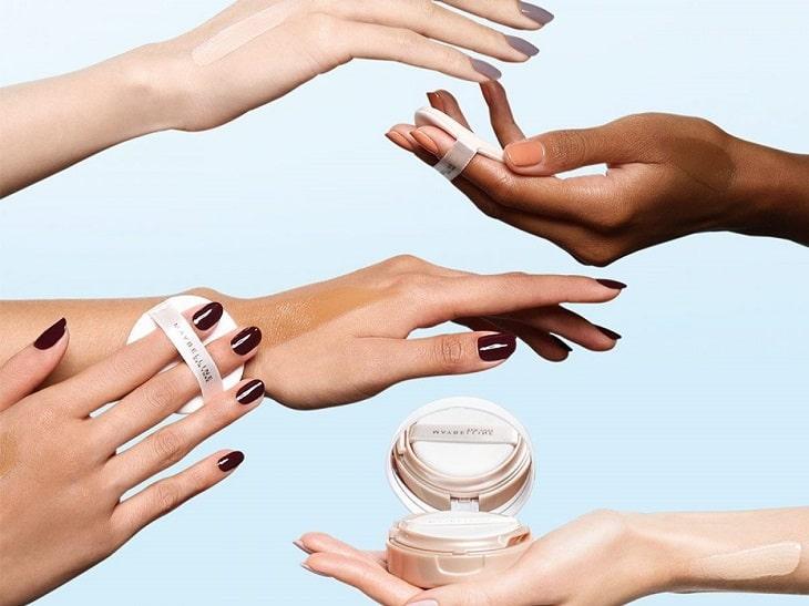 Khi lựa chọn phấn nước, bạn nên lựa chọn dòng sản phẩm có tone tiệp với màu da hoặc có thể trắng hơn da bình thường 1 tone để giúp lớp makeup trở nên tự nhiên