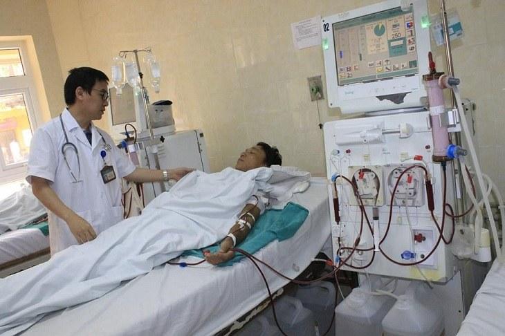 Bác sĩ cần theo dõi liên tục trong quá trình chạy thận để kịp thời xử lý phát sinh