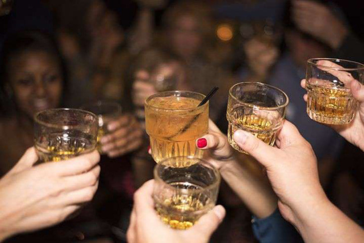 Lạm dụng đồ uống có cồn gây ảnh hưởng tiêu cực lên da